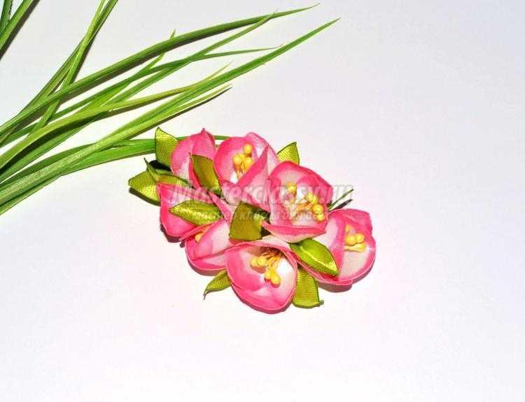 Вьющиеся цветы из пластиковых бутылок 106
