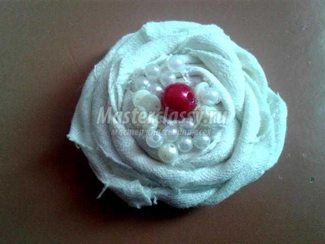 Текстильное украшение. Колье «Бело-красная фантазия»