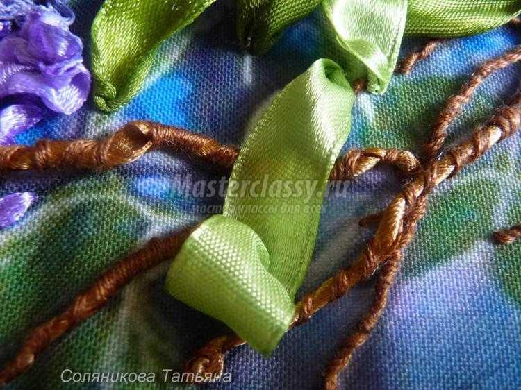 Вышивка лентами листьев для сирени 6