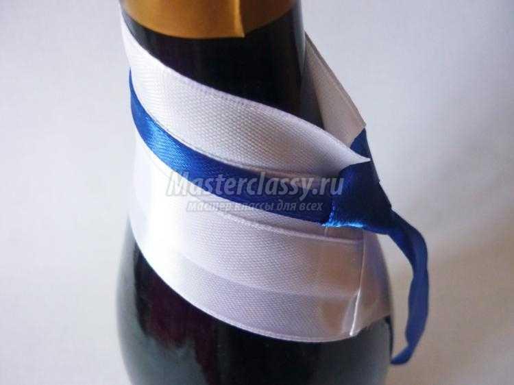 свадебное украшение шампанского. Жених и невеста
