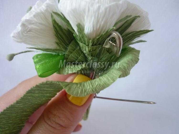 Бутоньерка для жениха из гофрированной бумаги