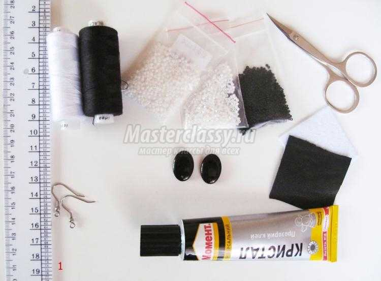 вышивка бисером. Черно-белые серьги с бахромой