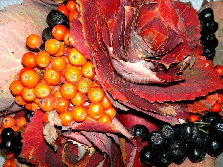 букет из осенних листьев и рябины своими руками