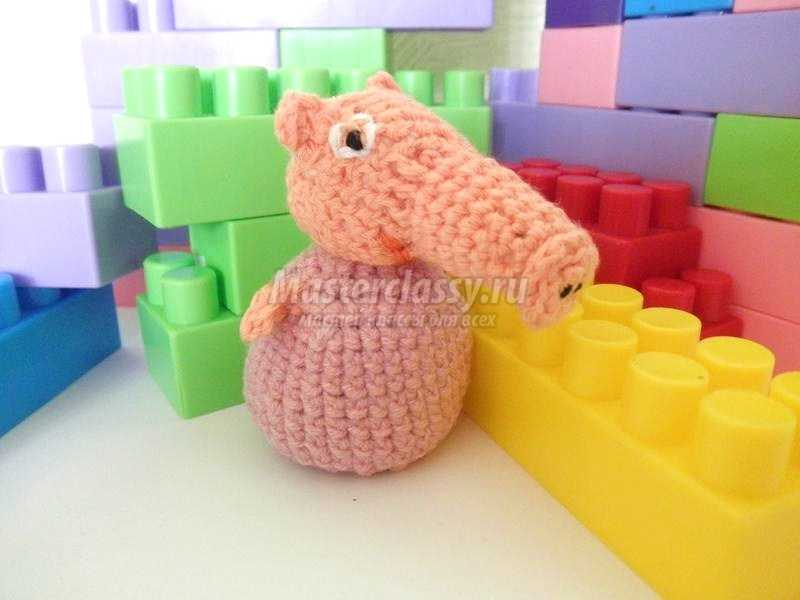 вязаная игрушка свинка