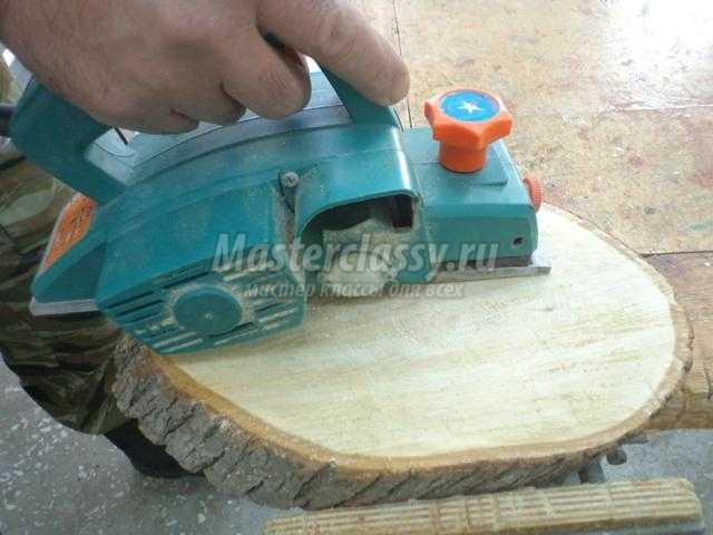 Как сделать ровный спил дерева