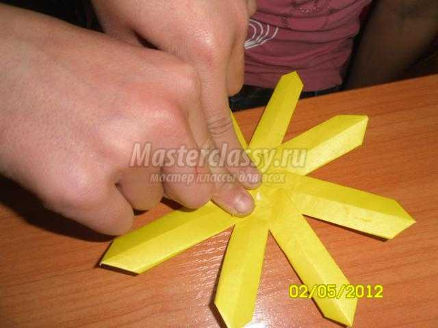 Ромашка для мамы в технике оригами. Мастер-класс с пошаговыми фото
