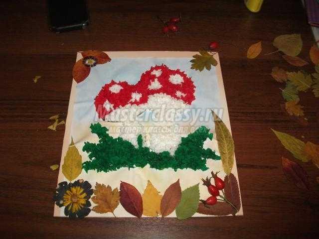 Осеннее панно <u>осеннее панно из крепированной бумаги. Грибочек</u> из крепированной бумаги. Грибочек