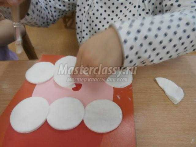 новогодняя аппликация из ватных дисков. Дед Мороз