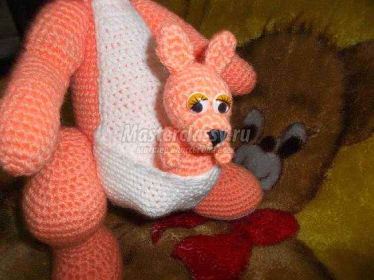 Вязание игрушек кенгуру