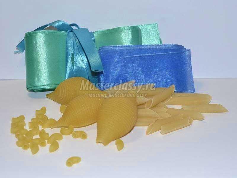 Чем клеить макароны для поделки