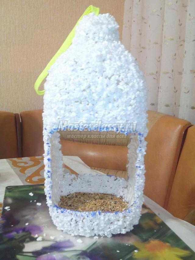 Как сделать кормушку для птиц из пластиковой