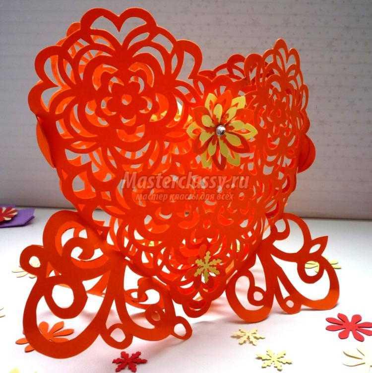 ажурное сердце в цветах в