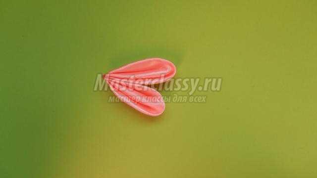 Розовая стрекоза в технике канзаши
