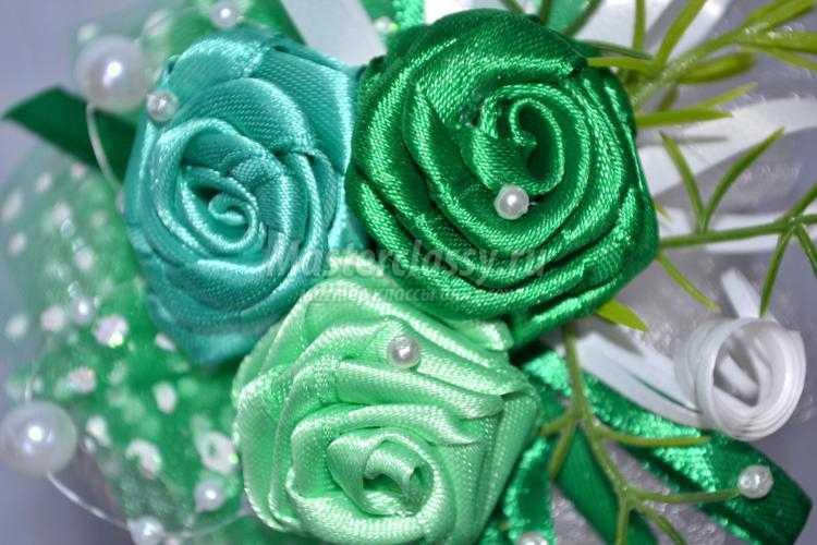 топиарий из бусин и атласных роз