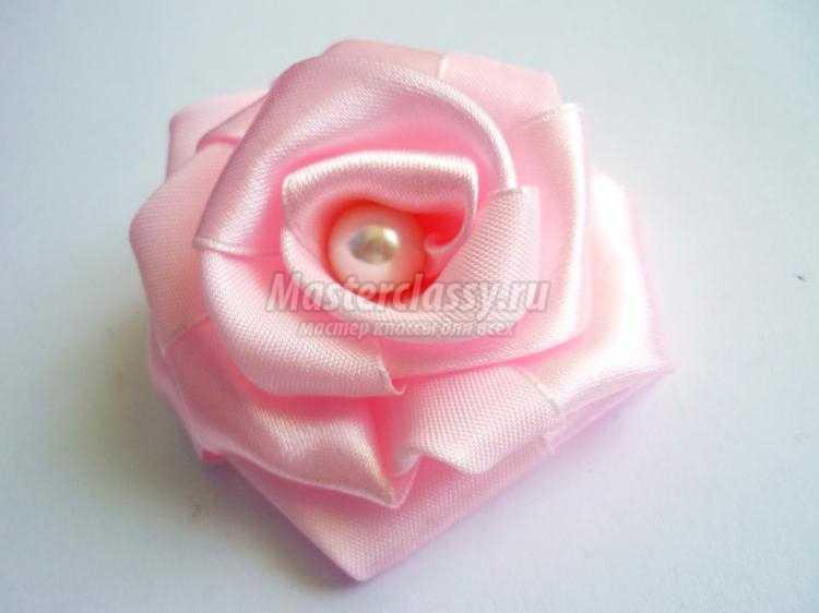 Пышная роза из атласной ленты  пошаговое фото 102