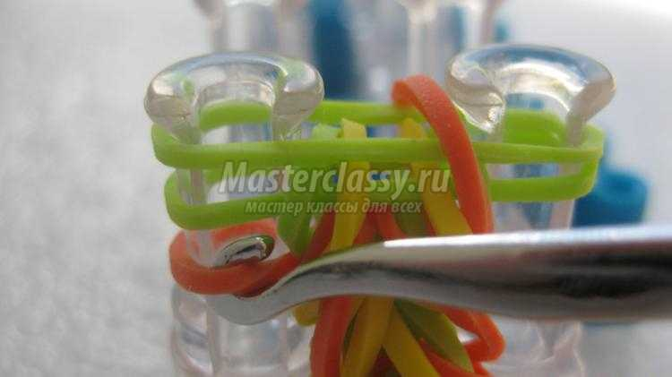 Плетение браслета из резинок мастер-класс