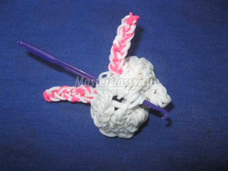 кролик из резинок на станке