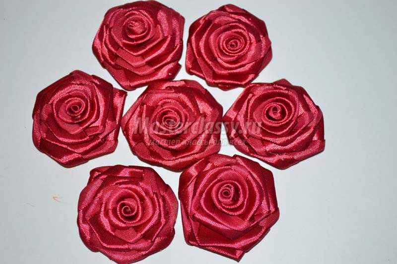 Цветок из декоративной ленты