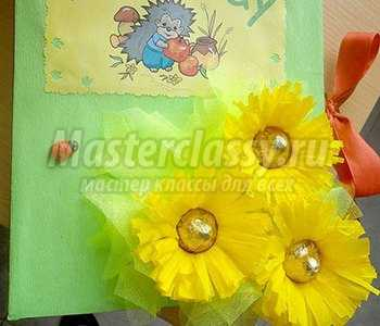 Букет из роз с конфетами из гофрированной бумаги своими руками