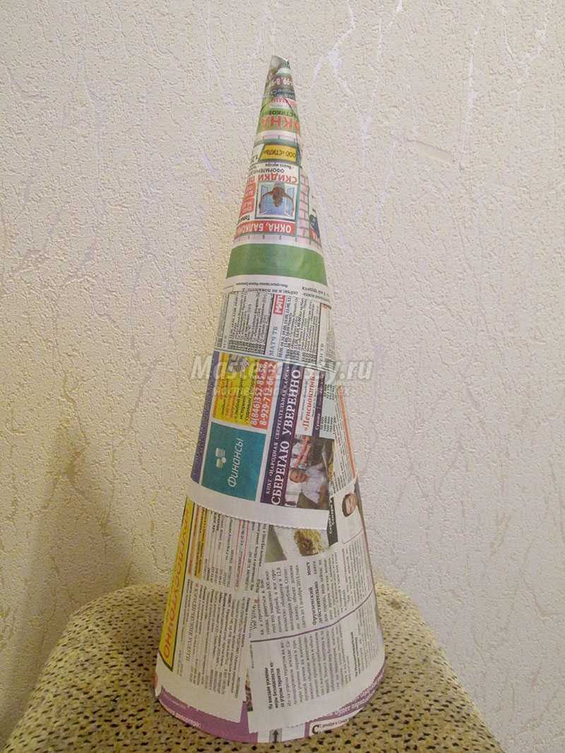 елка из газет