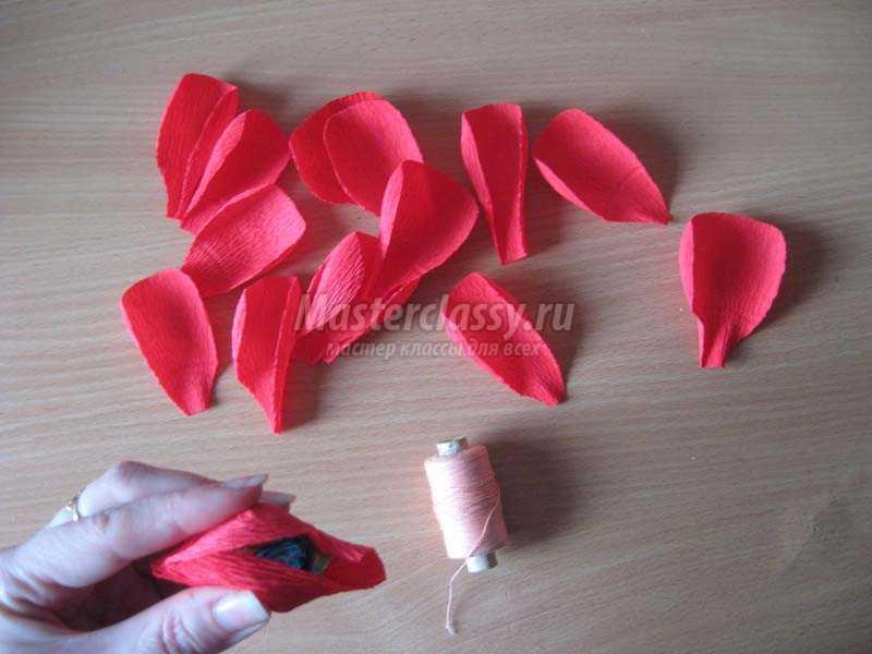 Английские розы из конфет и гофрированной бумаги своими руками мастер класс 36