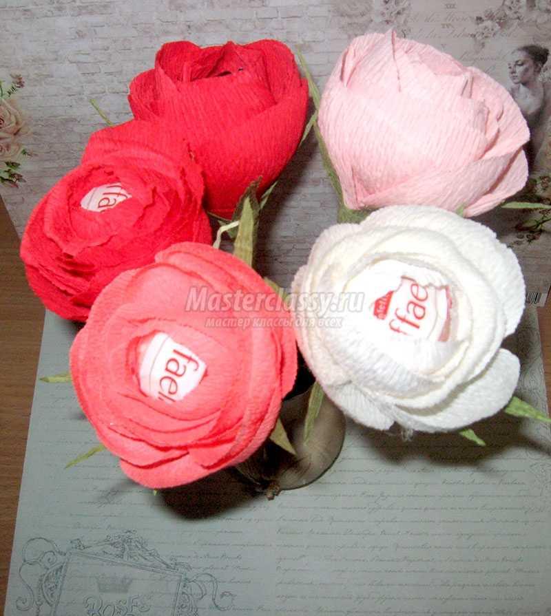 Английские розы из конфет и гофрированной бумаги своими руками мастер класс 17