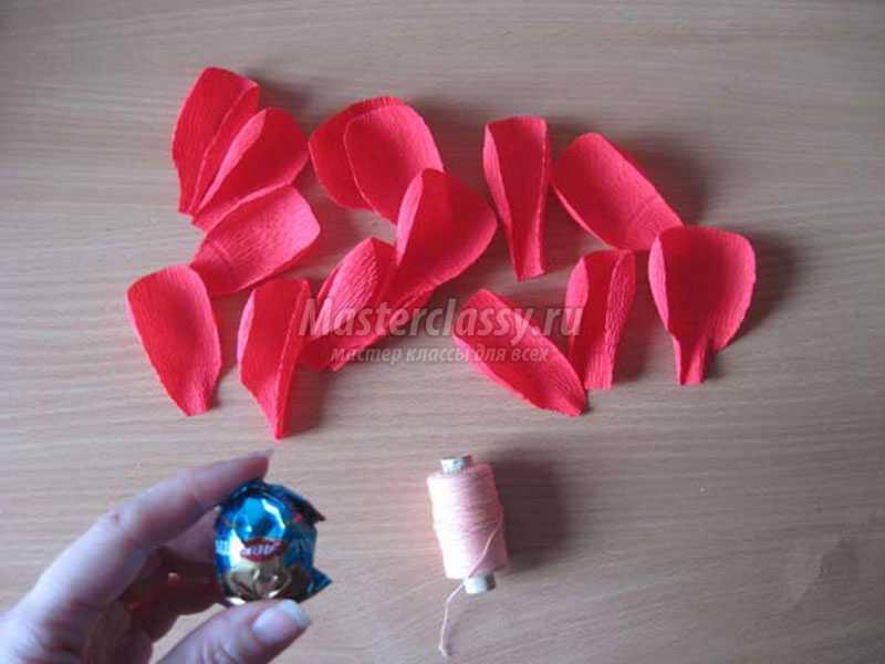 Цветы из конфеты из гофрированной бумаги своими руками мастер класс