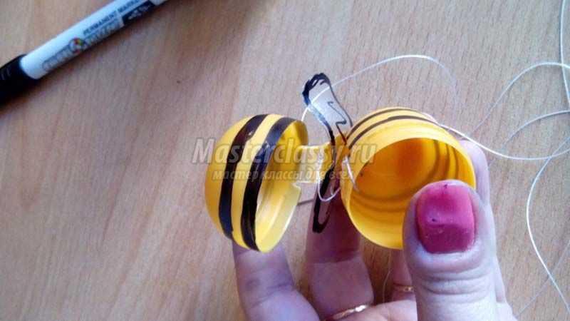 Пчела из киндер сюрприза пошаговая