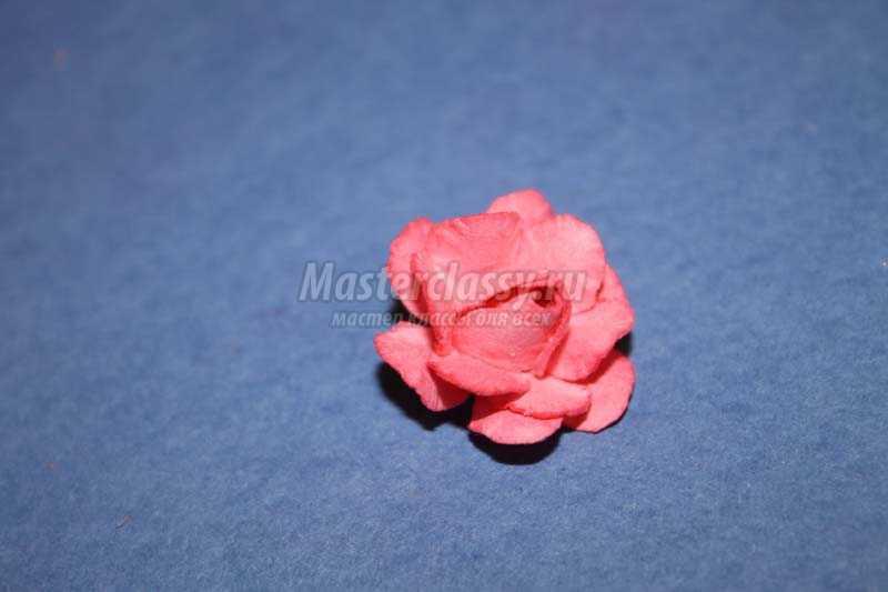 Маленький цветочек из бумаги своими руками