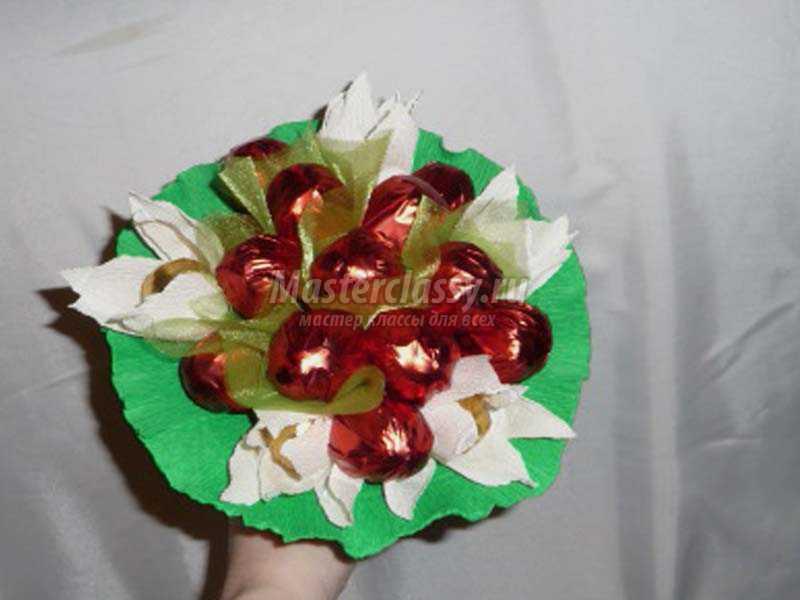 Ягоды из конфет своими руками пошаговое фото 9