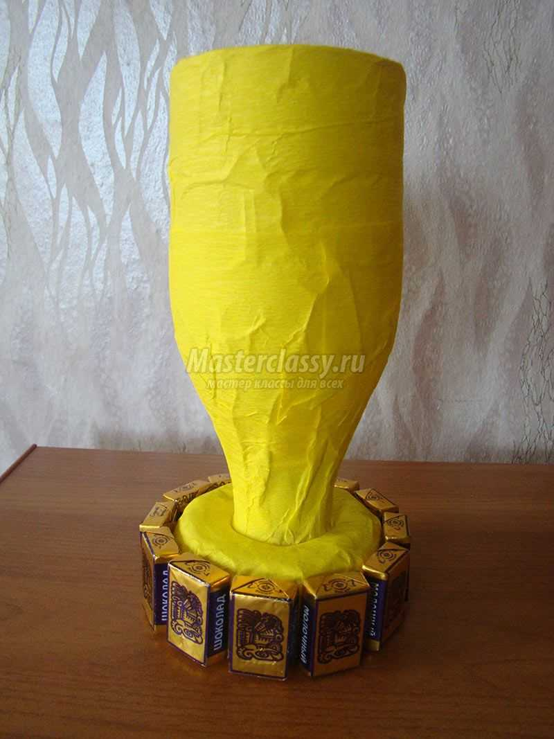 Кубок из конфет мастер класс с пошаговым