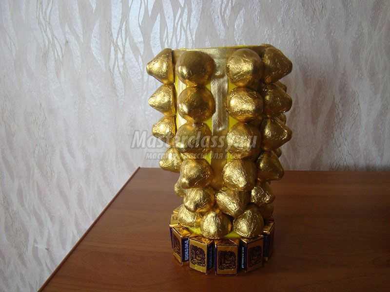 Золотой кубок из конфет. Мастер-класс с пошаговым фото