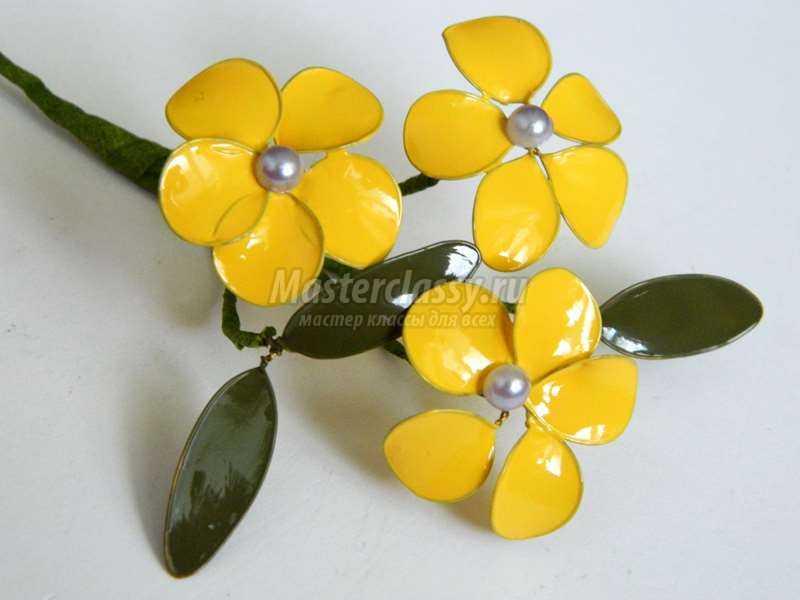 Цветы из проволоки и лака для ногтей