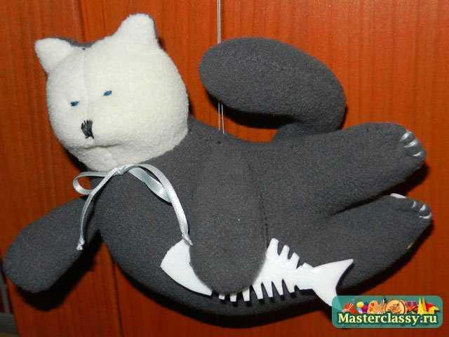 Летящий Тильда кот с рыбкой
