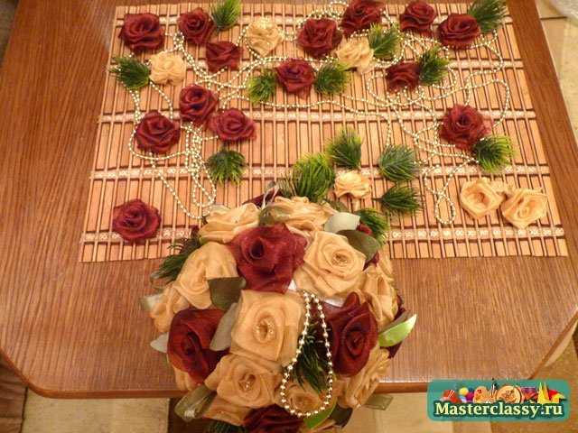 Праздничные поделки. Оригинальные шарики из роз