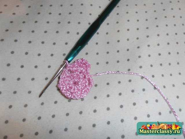 третий шаг в изготовлении розового цветка
