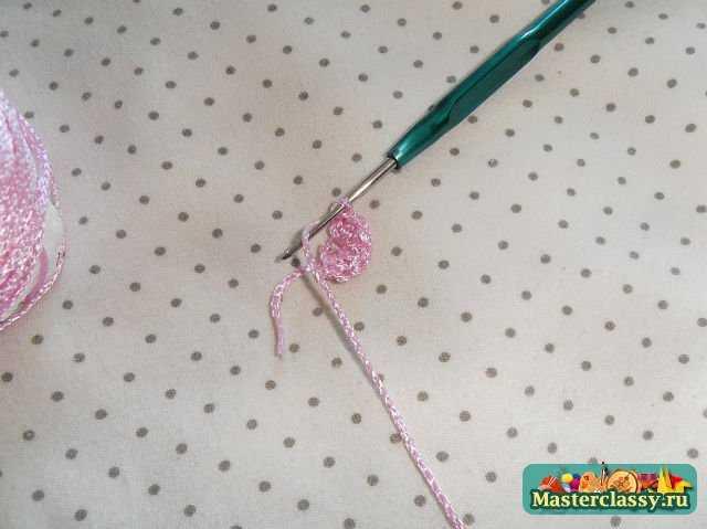первый шаг в изготовлении розового цветка