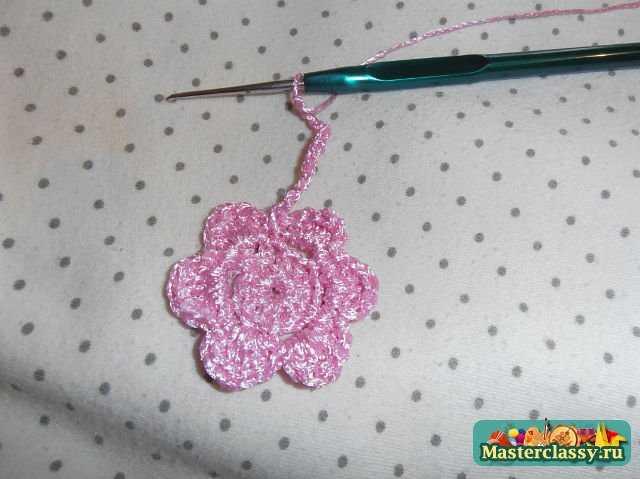 пятый шаг в изготовлении розового цветка