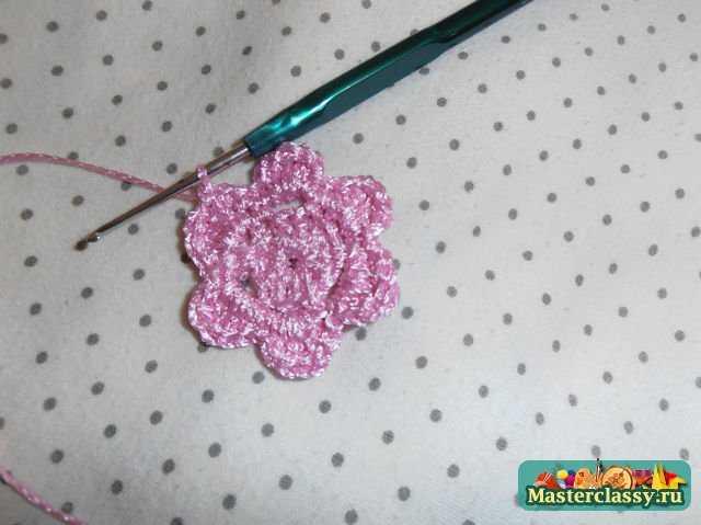 четвертый шаг в изготовлении розового цветка