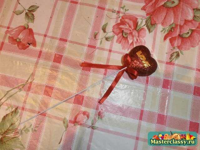 Корзина с букетом из конфет. Мастер класс с фото