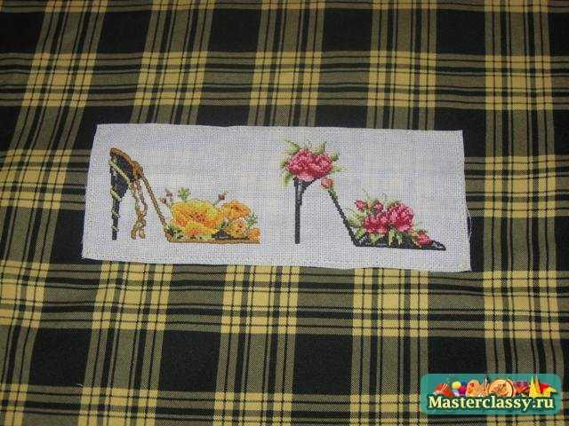 Подушка-конфетка со вставкой вышивки. Мастер класс