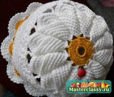 Вязание шапки с ромашкой