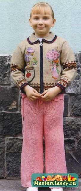 Вязаные розовые брючки для девочки спицами