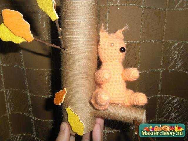 Осенние поделки. Белка на осеннем дереве Пошаговый мастер класс