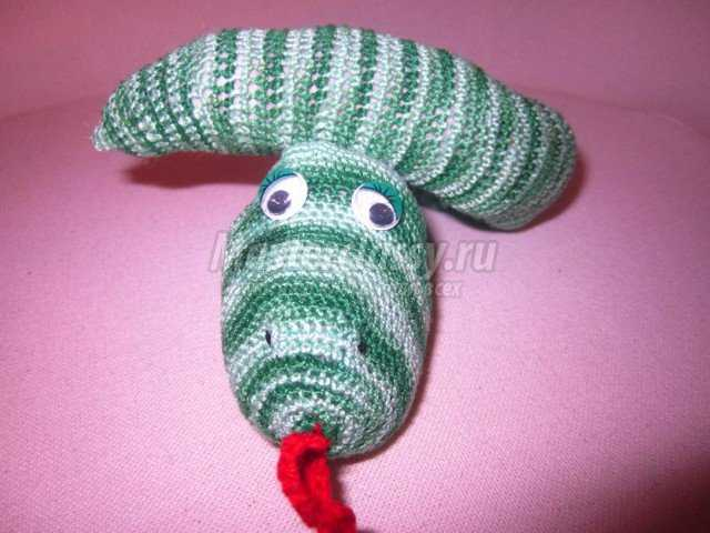 Змея крючком. Мастер класс с пошаговыми фото