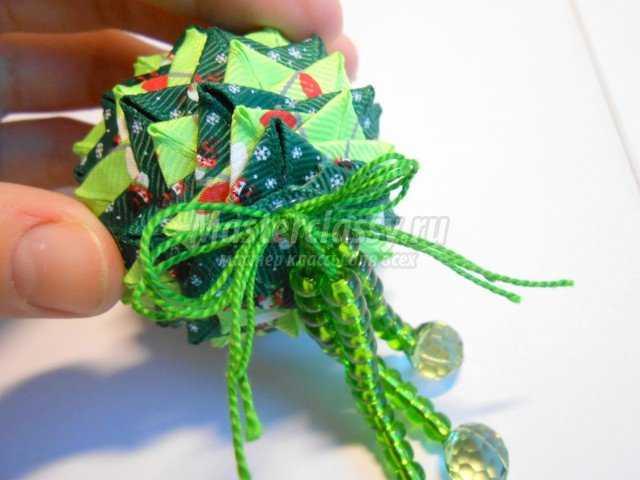 Новогодняя ёлочная игрушка. Шишка в технике артишок. Мастер класс с пошаговыми фото