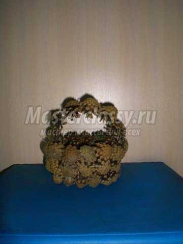 Сладкая композиция из конфет Клубничка в корзинке, Мастер класс с фото