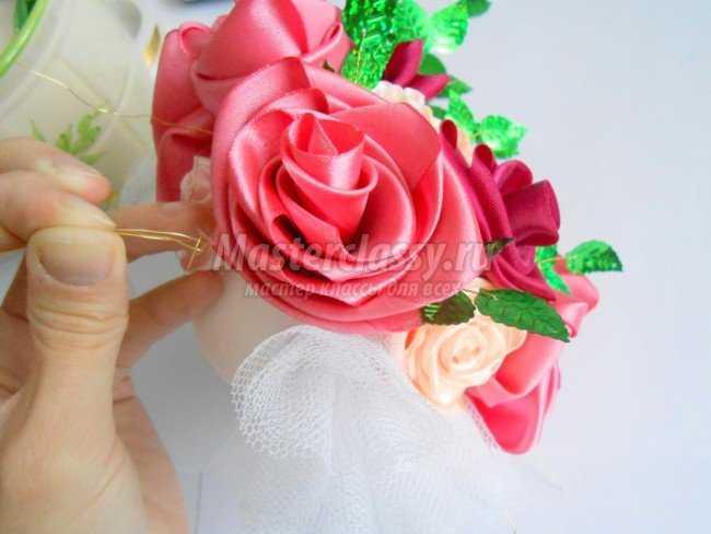 Цветочное дерево с розами из атласных лент