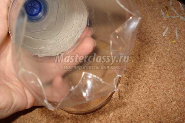 Поделки из бутылок. «Елка - конус» своими руками