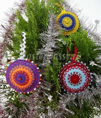 новогодняя игрушка на елку из фетра